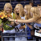 Champions Trophy Berlin 2009: girls with flowers