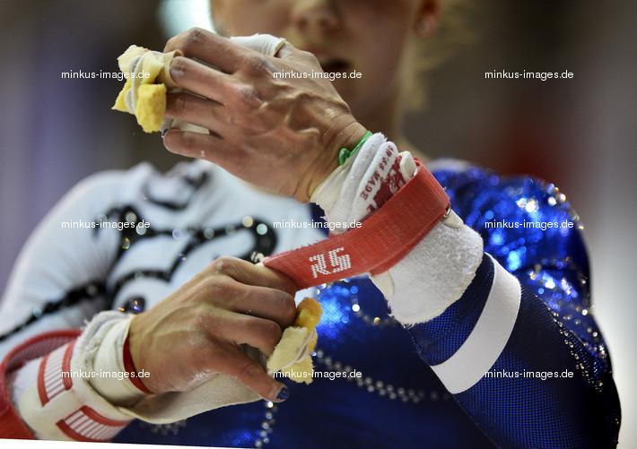 Women's ECh-Brussels 2012: preparing grips