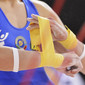Men's ECh-Montpellier 2012: detail, preparing bandage